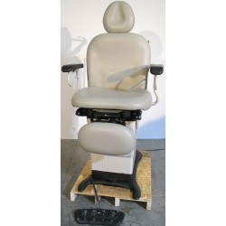 Ritter Midmark 630-004 Power Exam Chair / Table with Footswitch and Hand Control